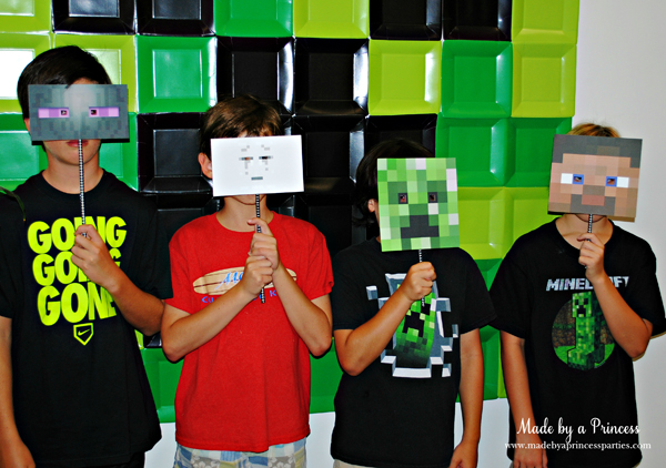 Ultimate Minecraft Birthday Party phot booth fun #minecraft #minecraftparty #minecraftbirthday #bestboyparty @madebyaprincess