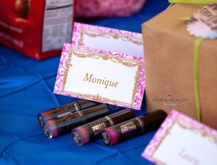 Marie+Antoinette-gifts.jpg