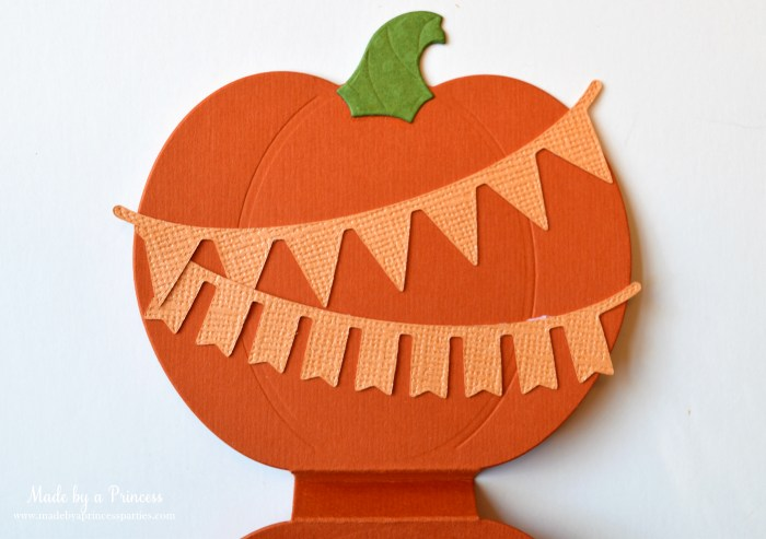 sizzix pumpkin favor with banners