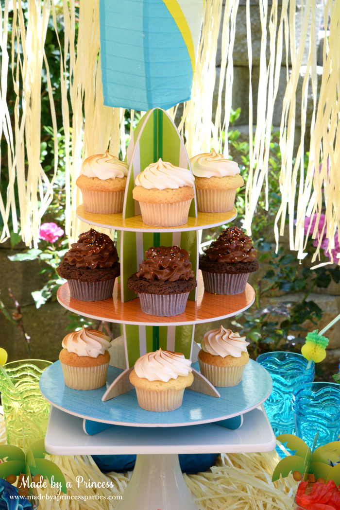 surfs up graduation party with evite cupcake stand
