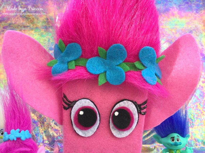 trolls-movie-princess-poppy-popcorn-box-party-2016-closeup-of-box-with-poppy-and-branch
