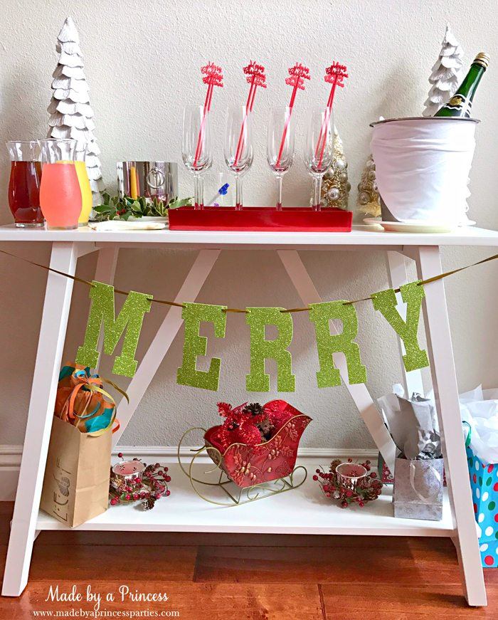 budget-friendly-holiday-mimosa-bar-party-drink-table-with-champagne-flutes-and-glitter-banner