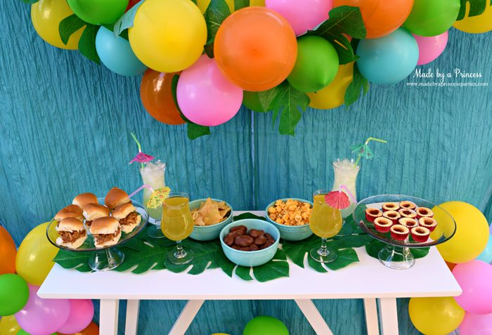 disney-moana-movie-inspired-party-table-with-food-drinks-balloon-garland