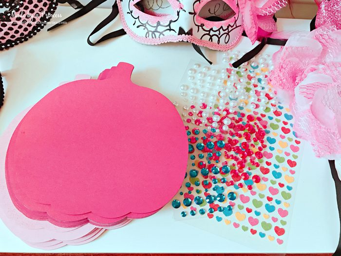 Pink Pumpkin Halloween Party Ideas pink painted wooden pumpkins with jewels Made by a Princess #pinkparty #pinkoween #pinkpumpkinparty