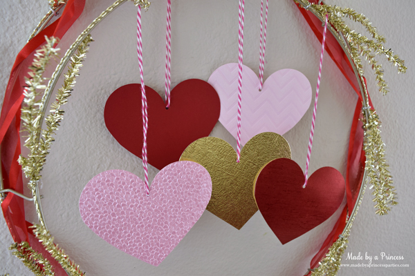 DIY Valentine's Day Countdown Banner with Sizzix wreath