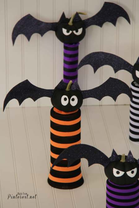 Mini Pumpkin Bats - I'm in love with my little bats! They took about 35 minutes to make and look great any where I put them. The glitter on their wings is the perfect amount of Halloween bling!