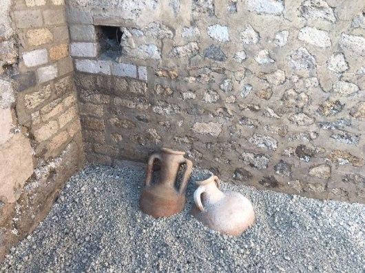 Pompei Anfore schola armatorarumfonte pap (4)