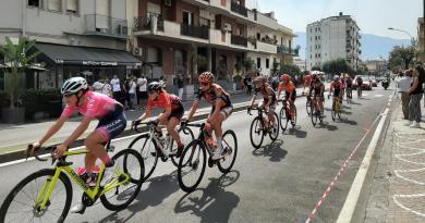 Ciclismo, il Giro Rosa 2020 attraversa le strade di Pompei – VIDEO