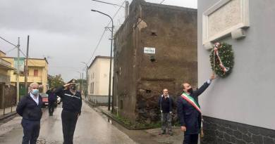 Eccidio di via Nolana, il sindaco di Pompei depone una corona nell'anniversario della strage