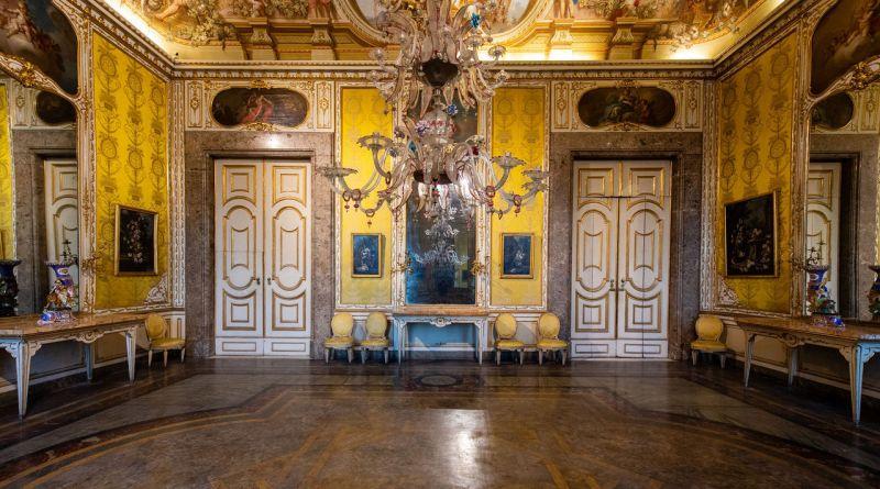 Reggia di Caserta, la saletta calapranzo dei Borbone tornerà visitabile dopo il restauro