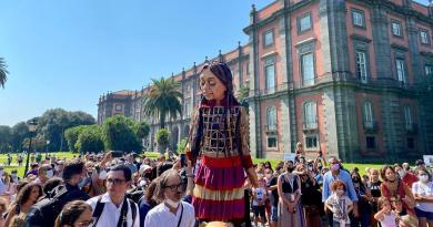 Napoli: tappa a Capodimonte per Amal, la marionetta che rappresenta i bambini rifugiati