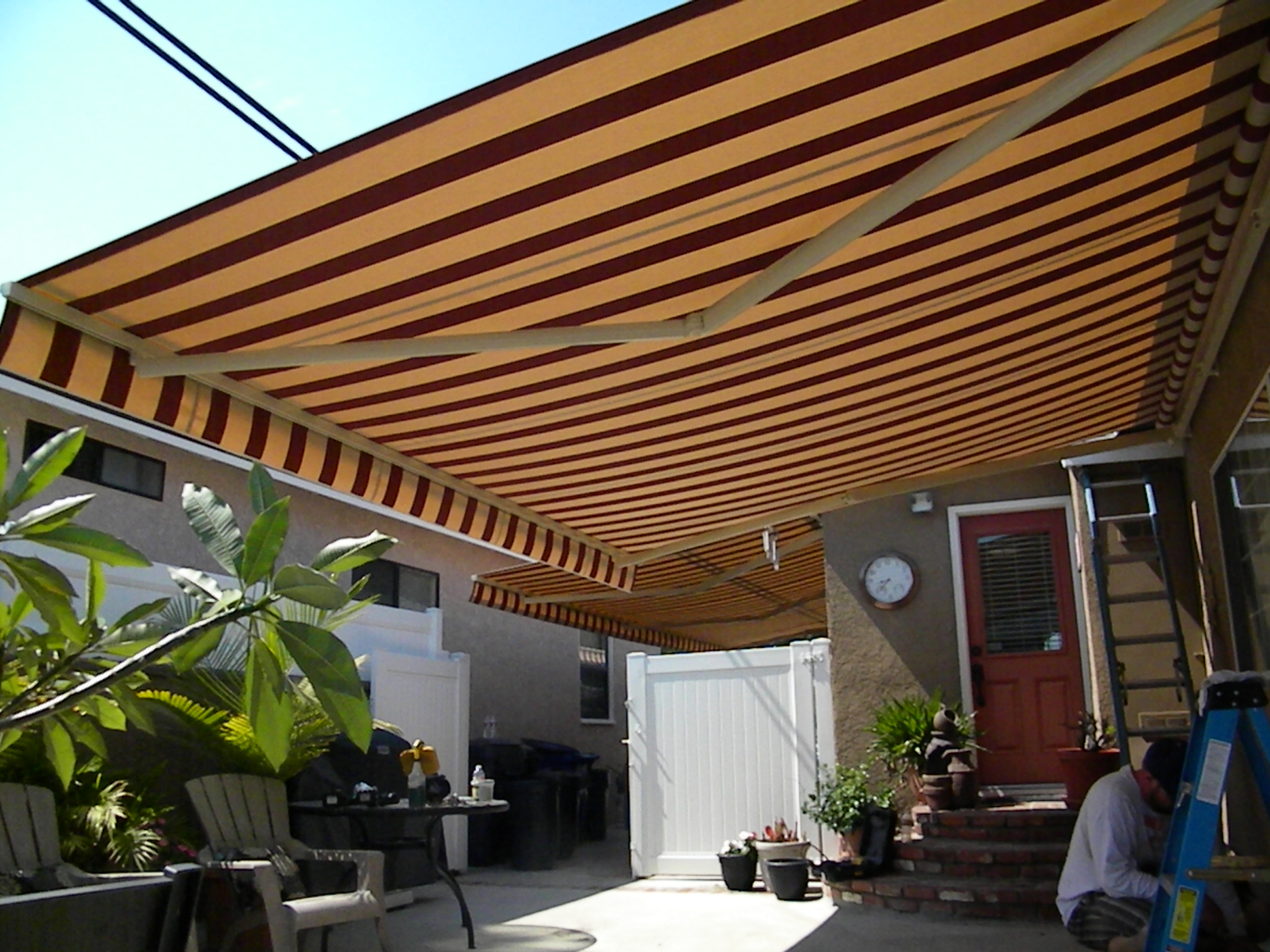 retractable awnings made in the shade