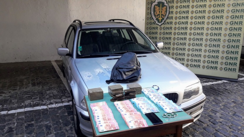 DETAINED WITH FOUR KILOGRAMS OF HASHISH IN CAMACHA
