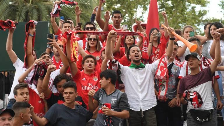 Benfica fans fill Funchal