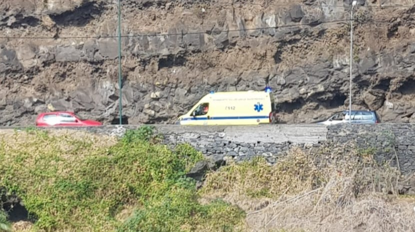AMBULANCE IN EMERGENCY MODE PREVENTED FROM PASSING