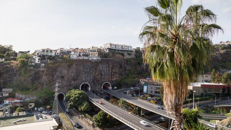 Transit closed on VR1 between Pestana Júnior and Santo António from tomorrow