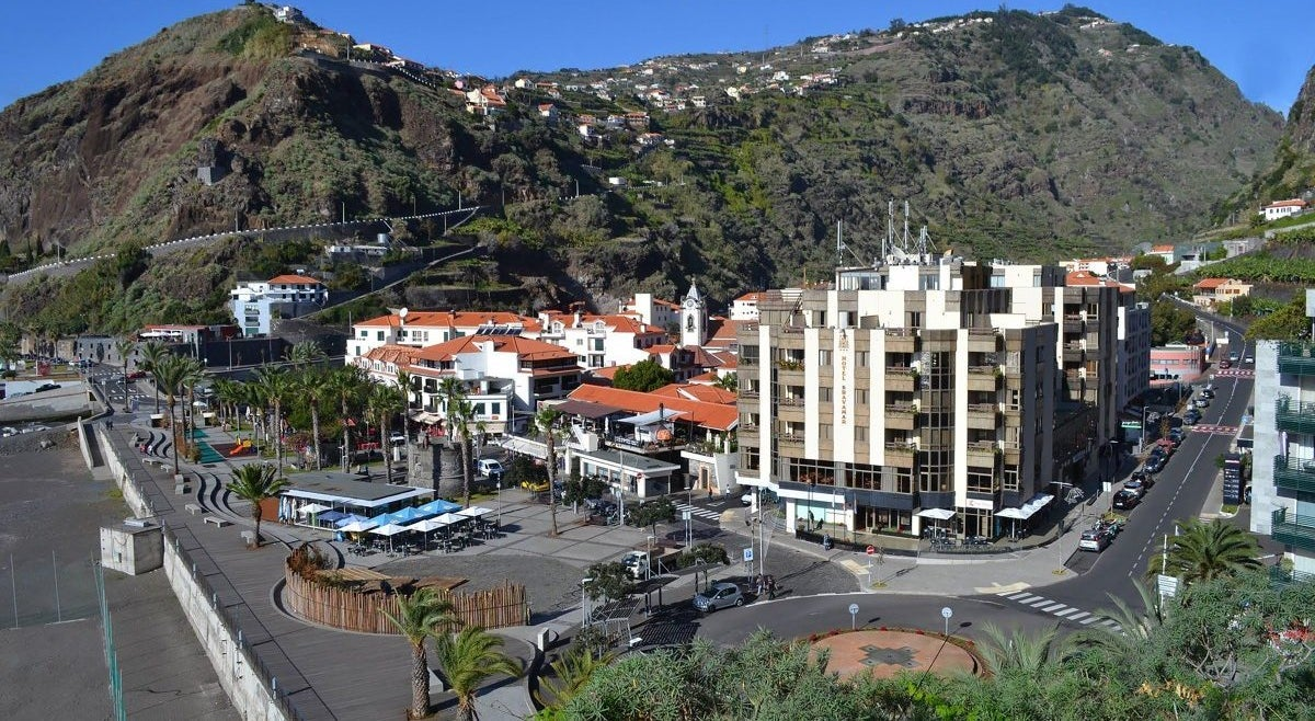 Infected employee leads to closure of supermarket in Ribeira Brava