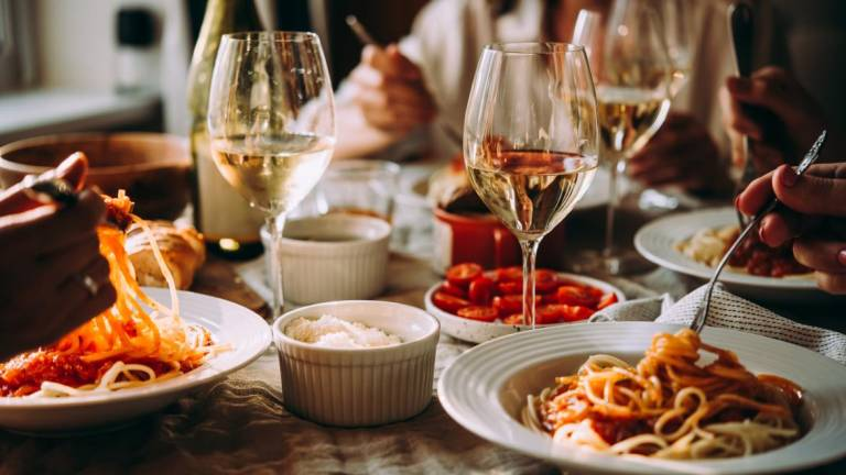 Madeira restaurants and bars start to operate at their normal hours by decision of the Government - Madeira Island News Blog