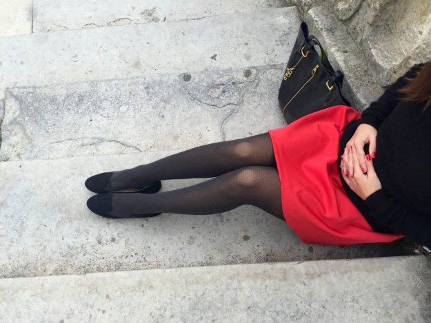 Jupe rouge - collants +