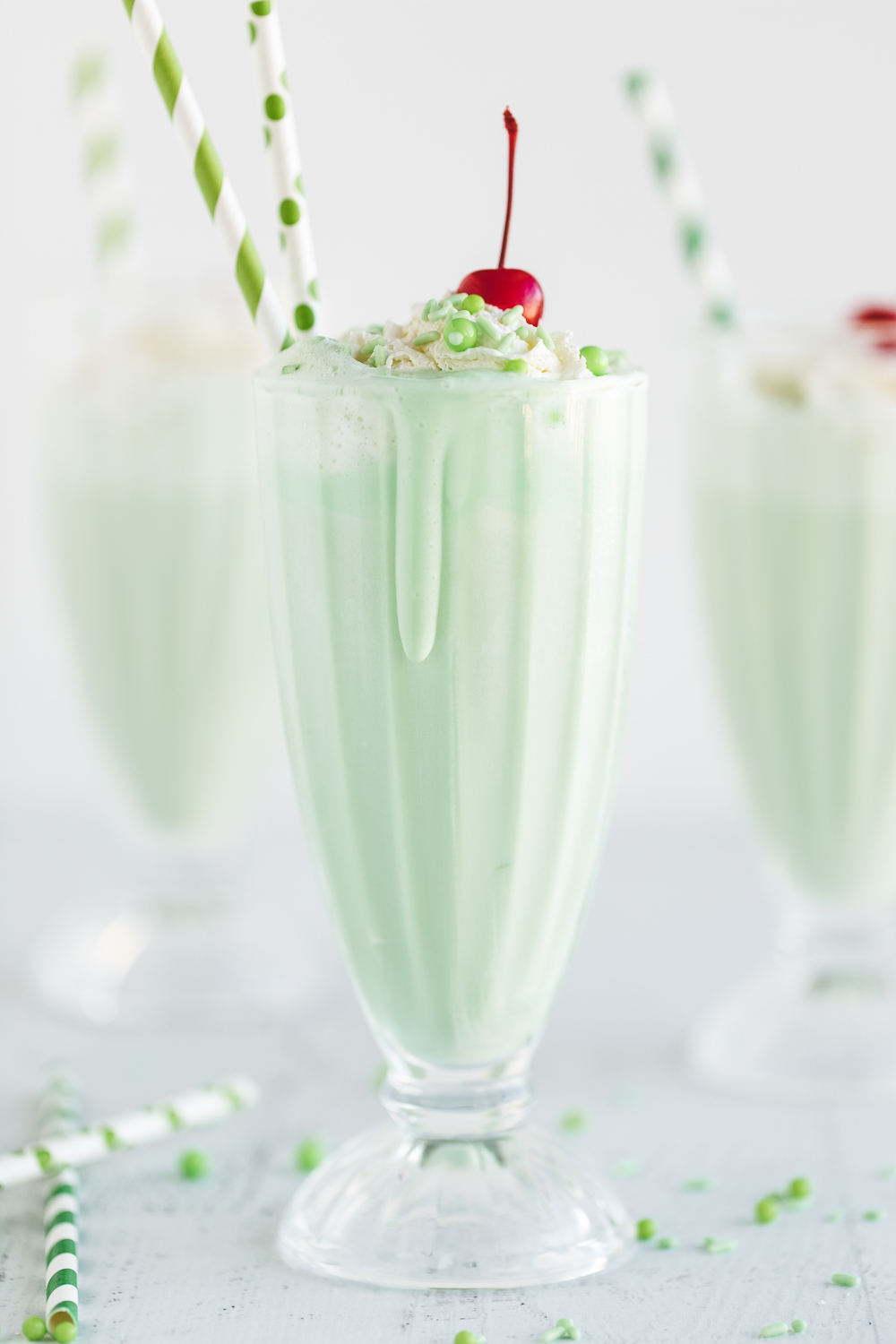 Skinny Shamrock Shake: a yummy shamrock shake that is lower in calorie but still filled with a delicious creamy mint flavor!