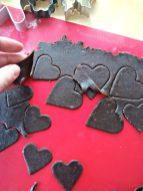 Kekse entgittern ist wie Plotterfolie entgittern. Zumindest für Näh-Nerds. :-D