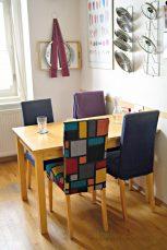 Der Stuhl bei den anderen in der Küche.