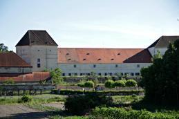 Imposanter Veranstaltungsort: Schloss Neugebäude am Rand von Wien. Foto: Birgit Wegscheider