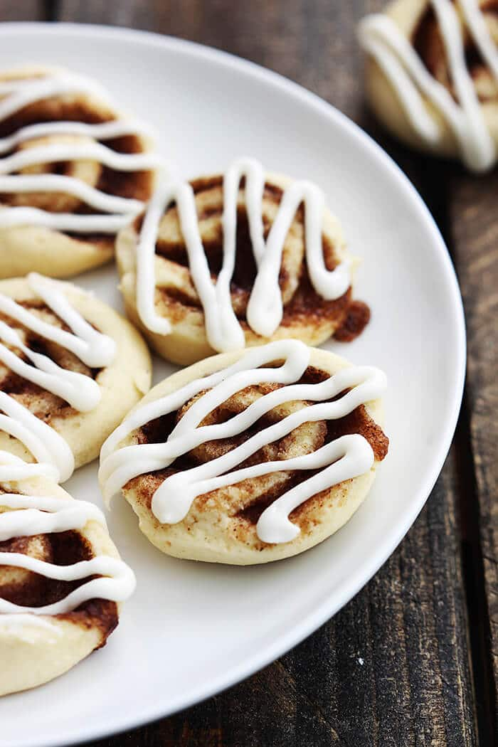 Cinnamon Roll Cookies | 20+ Holiday Cookies | Christmas Cookie Recipes | www.madewithHAPPY.com