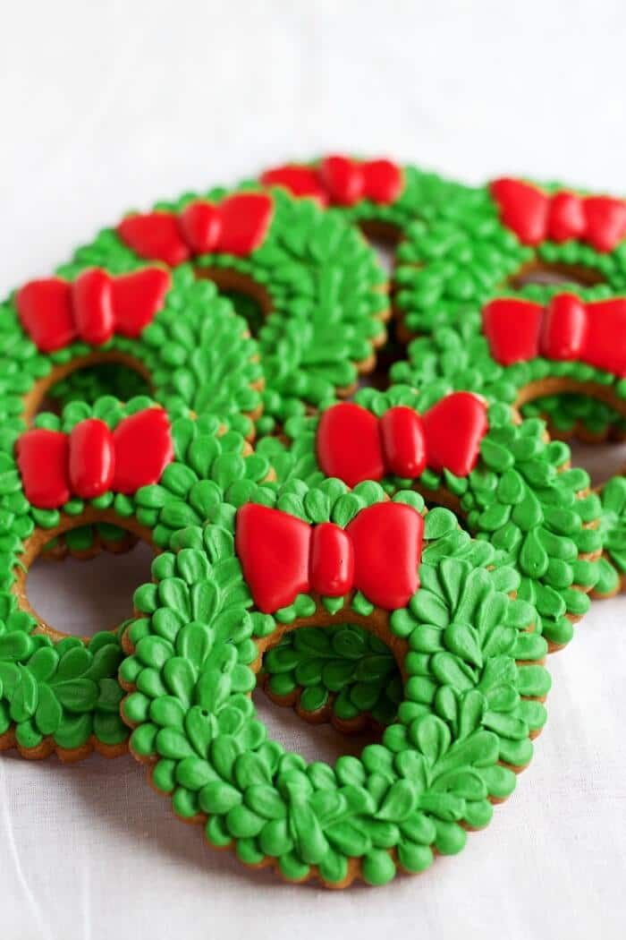 Chirstmas Wreath Cookies | 20+ Holiday Cookies | Christmas Cookie Recipes | www.madewithHAPPY.com