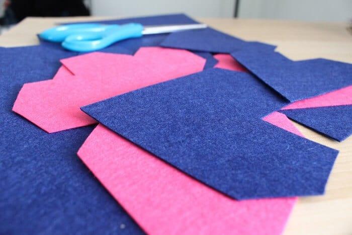 DIY Geometric Valentines Garland | Valentines Crafts | Geometric Hearts | www.madewithHAPPY.com