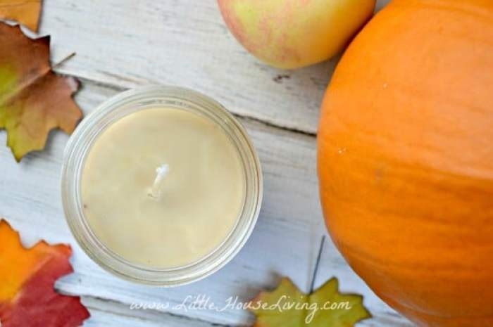 Spiced Candles - Little House Living | 15 DIY Fall Crafts | www.madewithHAPPY.com