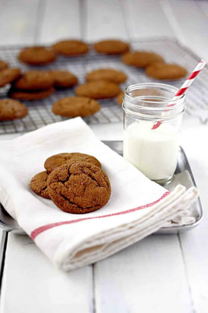 Molasses Cookies | 20+ Holiday Cookies | Christmas Cookie Recipes | www.madewithHAPPY.com