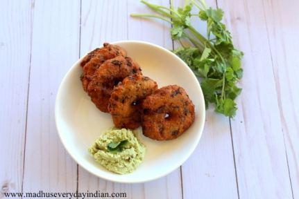 instant rava vada served with coconut chutney