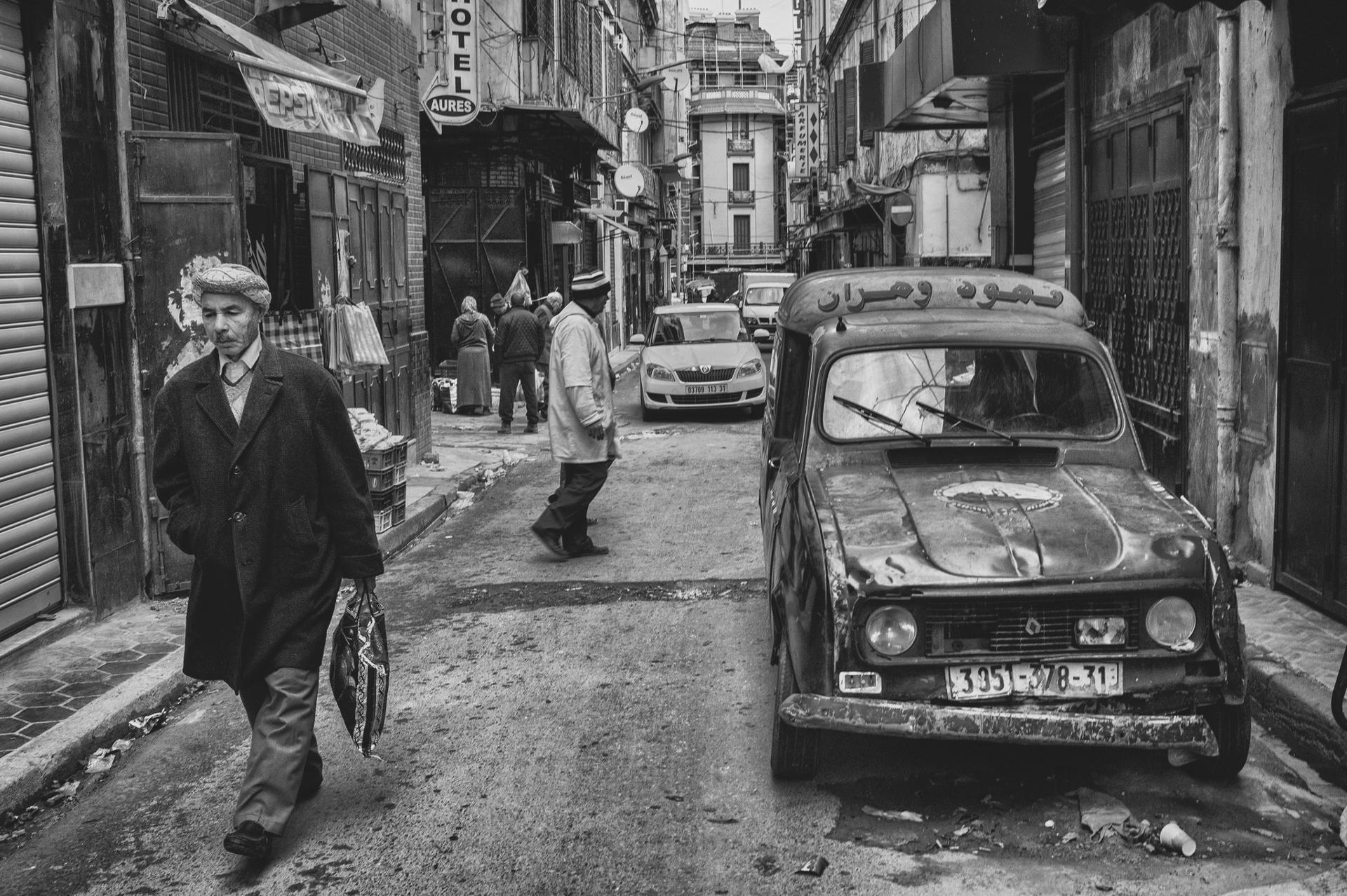 Des villes algériennes dans la rhétorique littéraire de quelques romans récents
