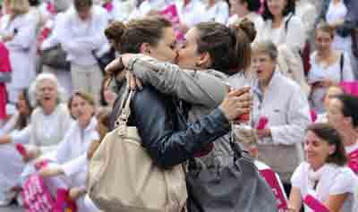 kiss_2-filles