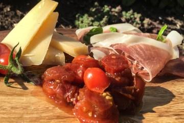 Tomatrelish med ost og skinke