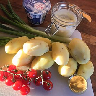 Ingredienser til kartoffelsalat