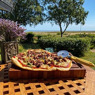 Pizza med lam og gorgonzola