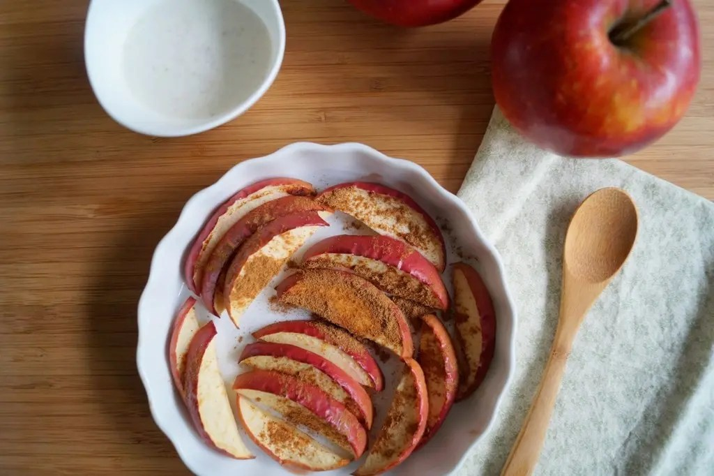 Bagte æbler med kanel
