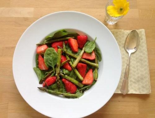 Spinatsalat med jordbær og balsamico