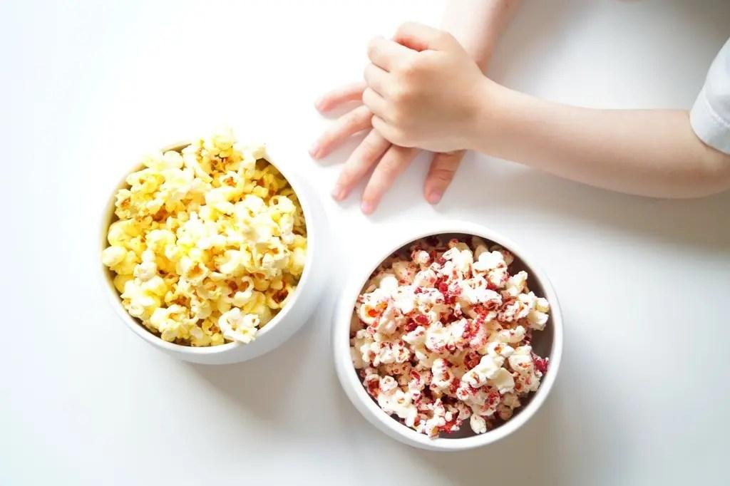 Farvede popcorn