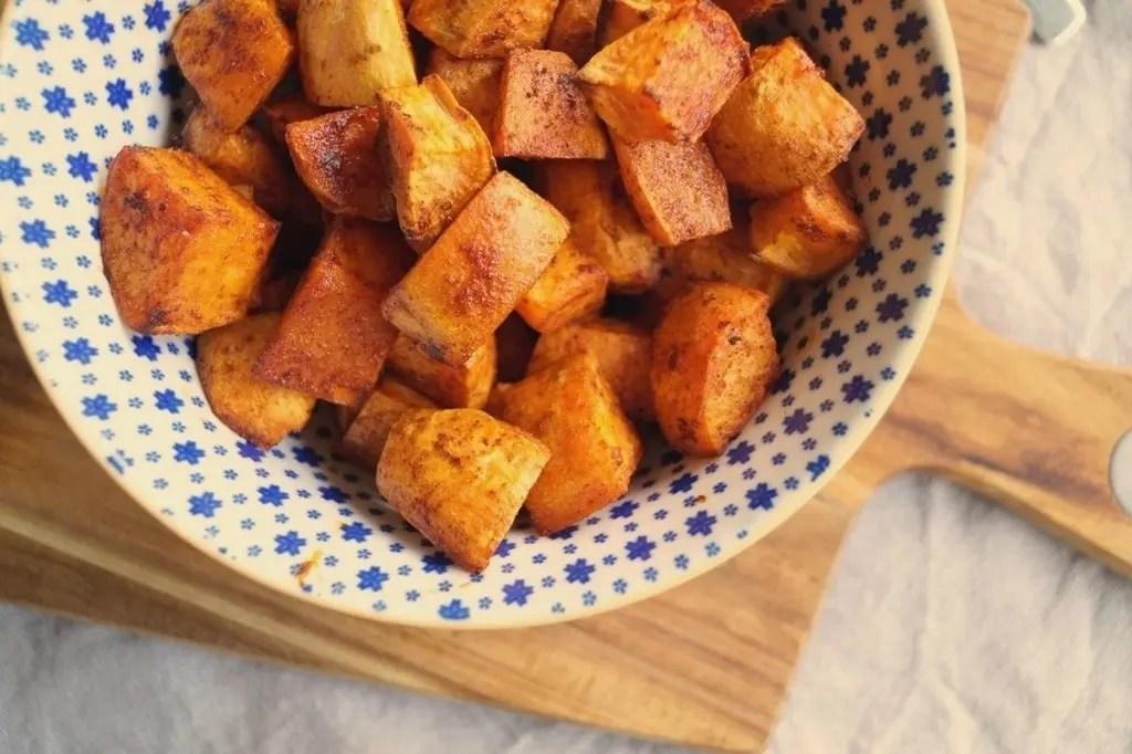 Bagte søde kartofler i tern