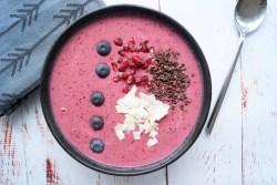 Morgen smoothie skål med bær