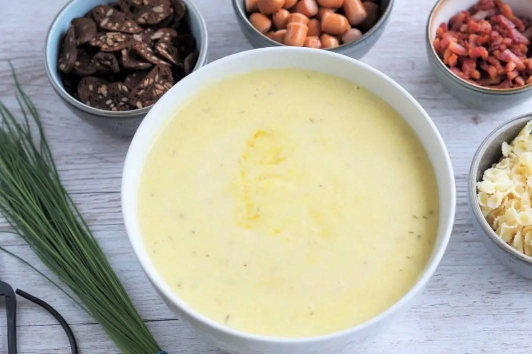 Kartoffelsuppe med tilbehør