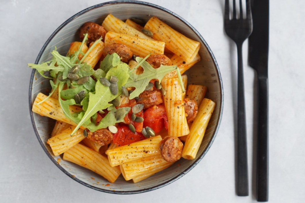 Pasta med chorizo og tomater