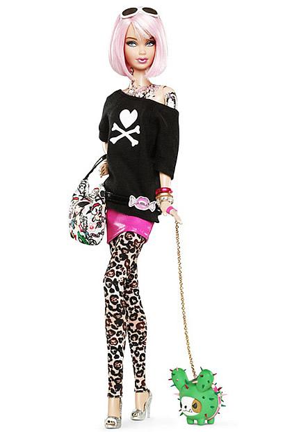 Barbie, cheveux roses et tatouée chez TokiDoki barbietokidoki