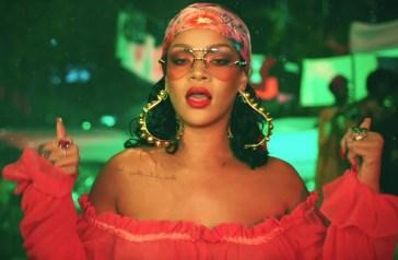Rihanna ressuscite le street style avec ses looks qui mixent vintage et contemporain