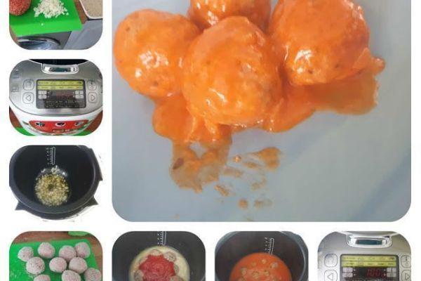 Albóndigas con tomate en el robot de cocina moulinex
