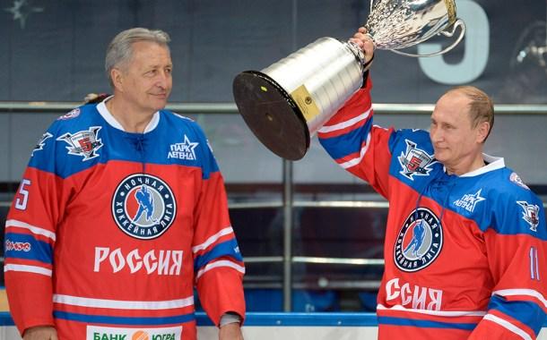 JAK-15. Il famoso giocatore di hockey Aleksandr Sergeevič Jakushev