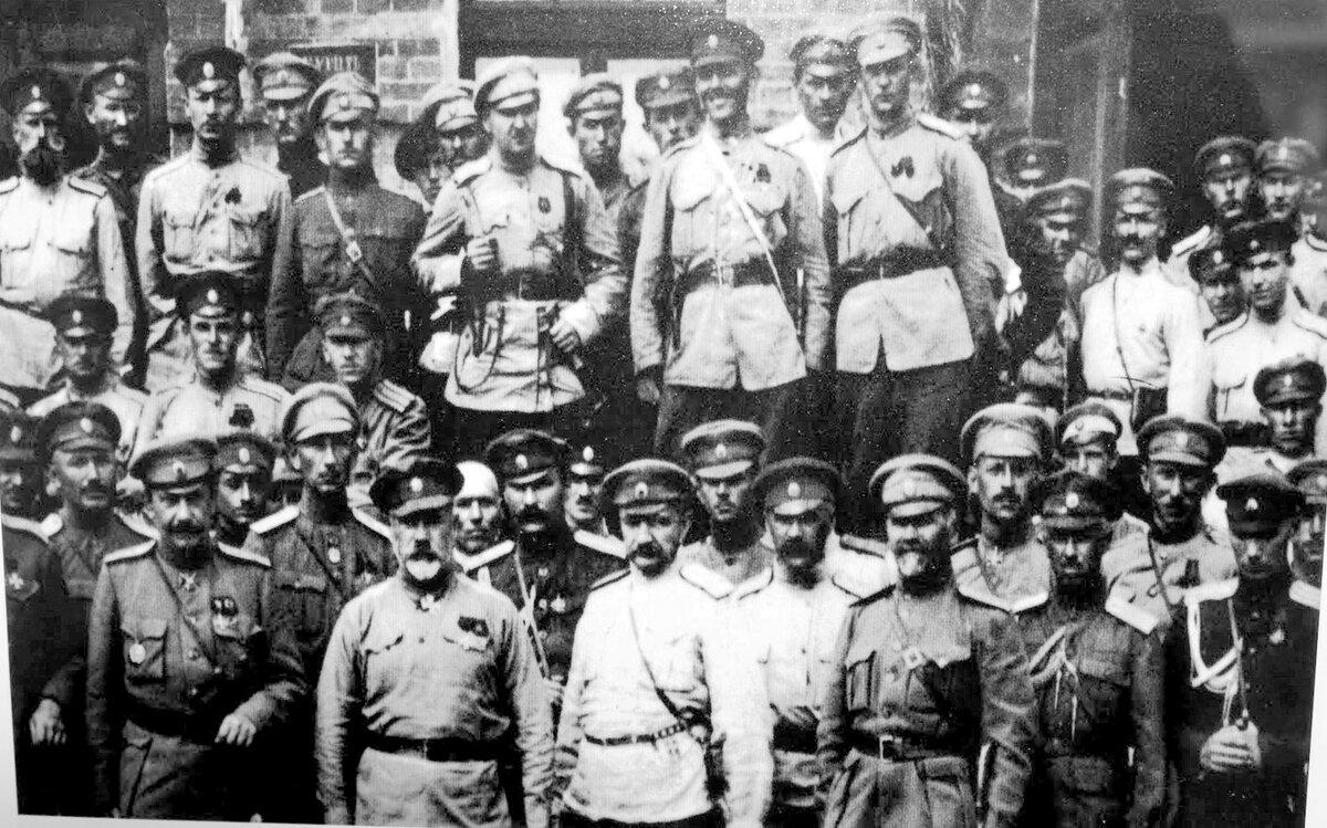 Armata Bianca: traditori dello Zar e strumento in mano alle potenze straniere